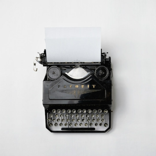 typewriter-stock-writing-540x540